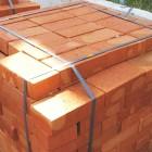 Кирпич: используется для возведения домов, фундаментов, мощения дорог